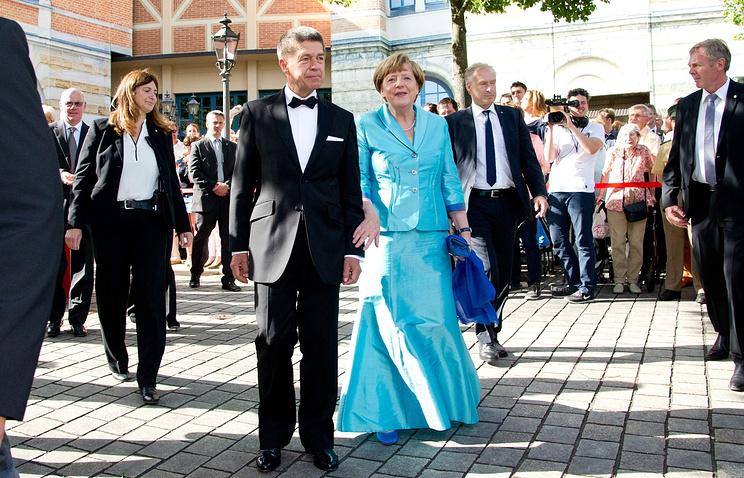 Канцлер Германии Ангела Меркель с мужем Иоахимом Зауэром на Байрейтском музыкальном фестивале