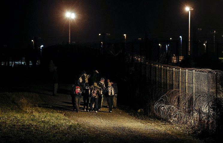Нелегальные мигранты пытались прорваться в тоннель под Ла-Маншем во Франции