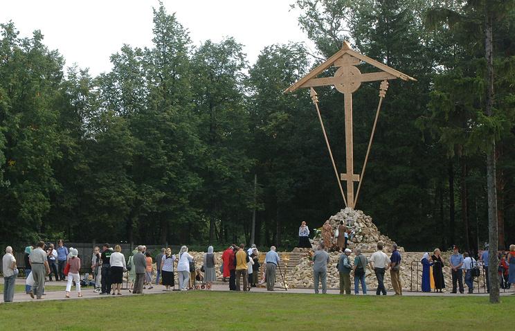Поклонный крест на территории бывшего Бутовского полигона