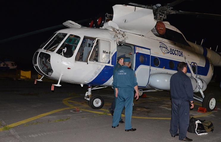 Вертолет МЧС, доставивший пострадавших при крушении вертолета Ми-8 накануне в Хабаровском крае
