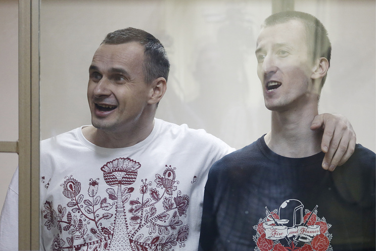 Украинский режиссер Олег Сенцов и его подельник Александр Кольченко (слева направо)