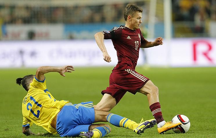 Эпизод из отборочного матча Евро-2016 между сборными Швеции и России