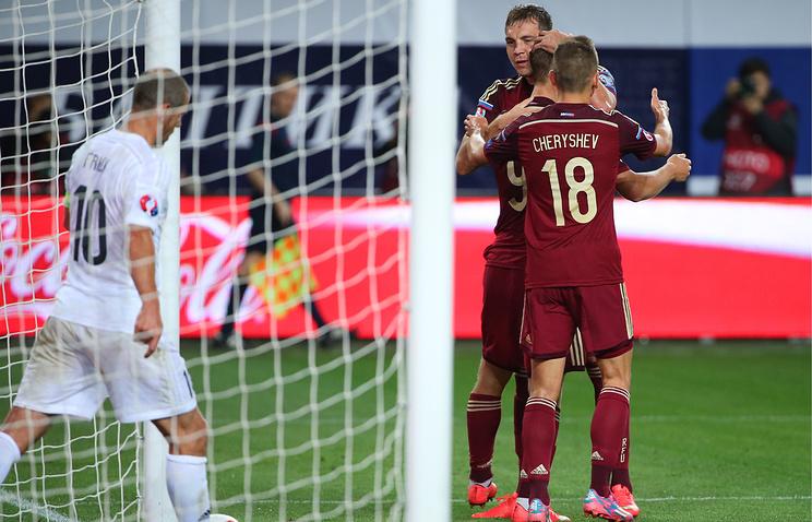 Эпизод из матча между сборными России и Лихтенштейна