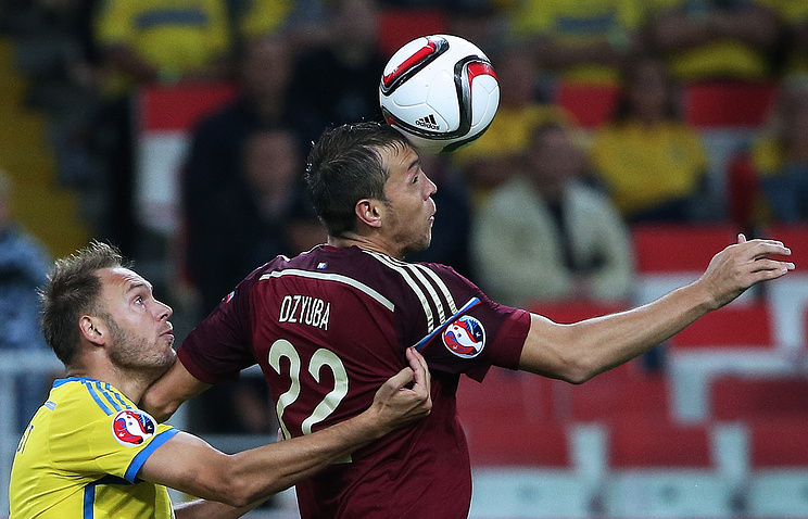 Эпизод из отборочного матча Евро-2016 между сборными России и Швеции