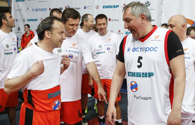 Аркадий Дворкович и Дмитрий Рогозин  (на первом плане, слева направо)