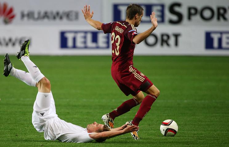 Дмитрий Комбаров во время отборочного матча Евро-2016 между сборными России и Лихтенштейна