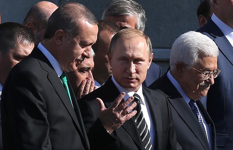 Президент Турции Реджеп Тайип Эрдоган, президент России Владимир Путин и президент Палестины Махмуд Аббас (слева направо) на открытии Московской Соборной мечети