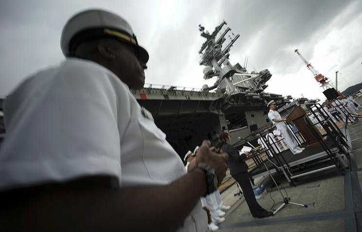 """Атомный авианосец """"Рональд Рейган"""" на базе ВМС Йокосука"""