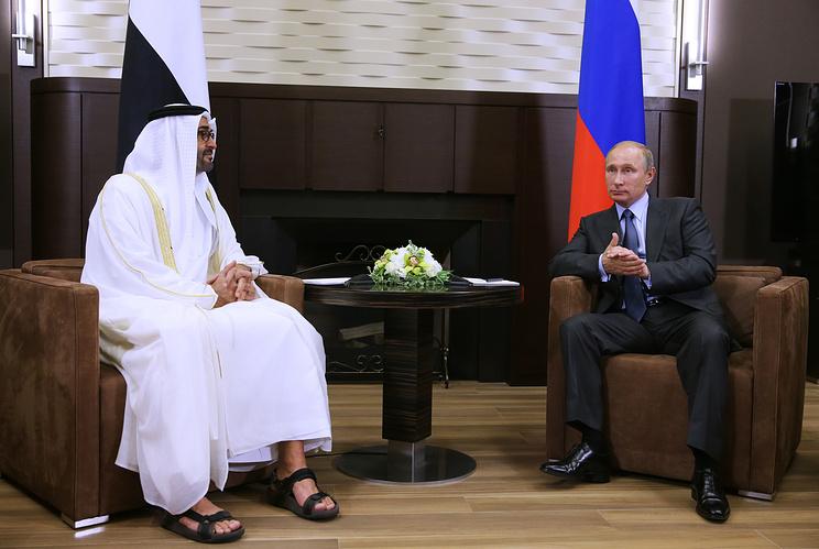 Президент России Владимир Путин и наследный принц Абу-Даби, заместитель Верховного главнокомандующего вооруженными силами ОАЭ Мухаммед Аль Нахайян (справа налево)