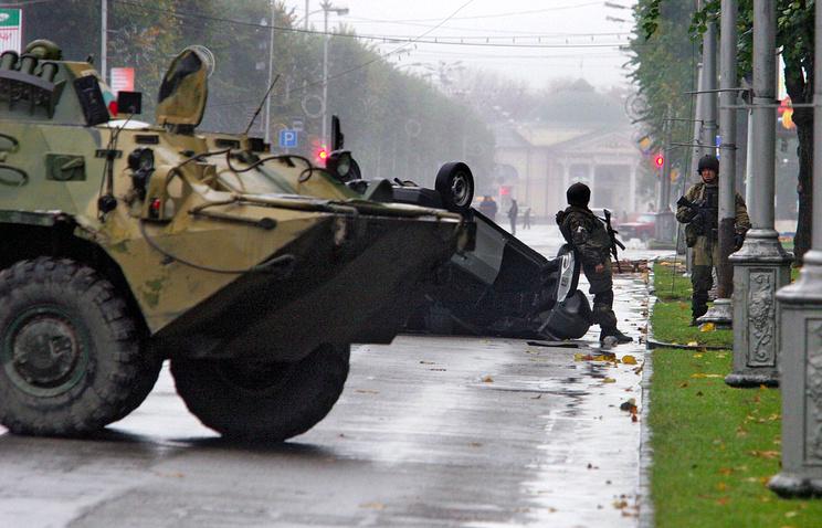Сотрудники правоохранительных органов на проспекте Ленина в Нальчике после нападения террористов