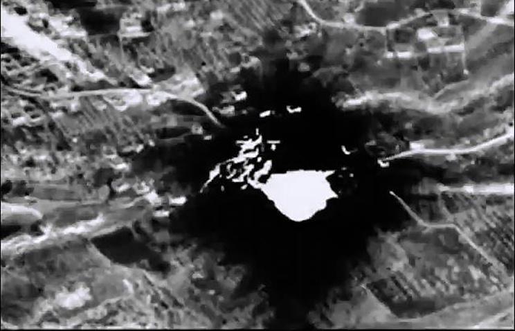 Нанесение бомбардировщиком Су-34 удара по складу вооружения и боеприпасов террористической организации ИГ