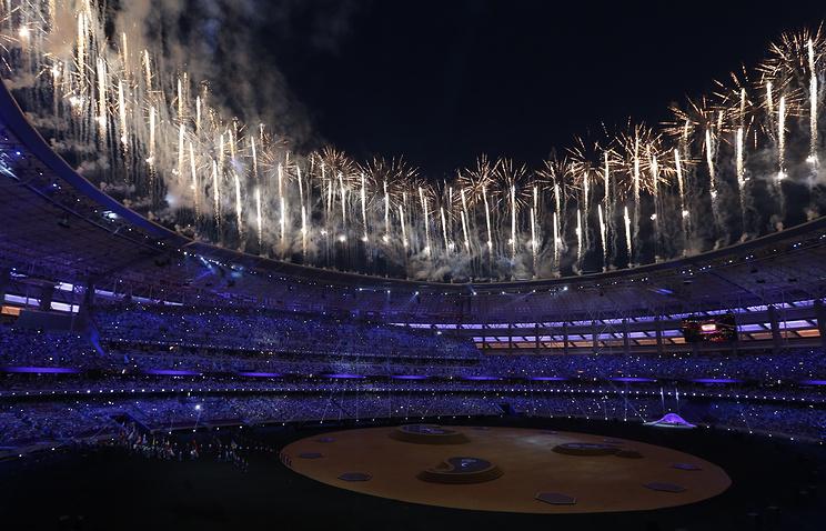Салют во время церемонии закрытия Европейских игр-2015 в Баку