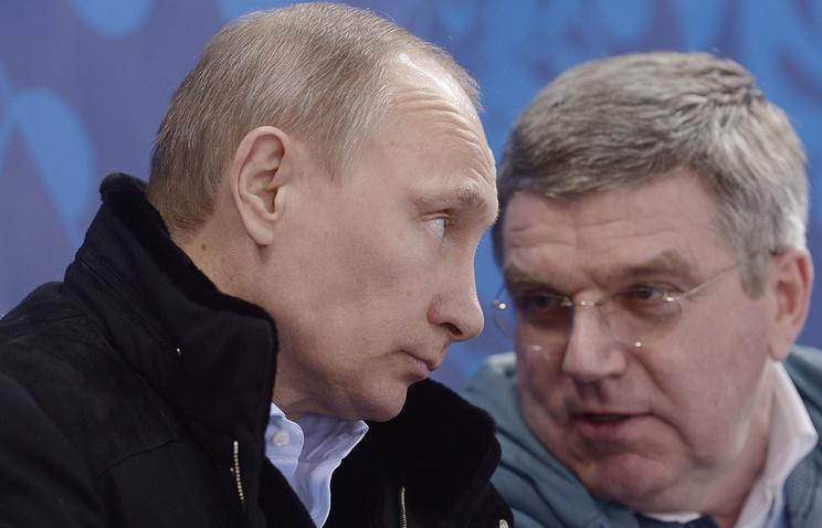 Президент России Владимир Путин и президент Международного Олимпийского Комитета Томас Бах (слева направо)