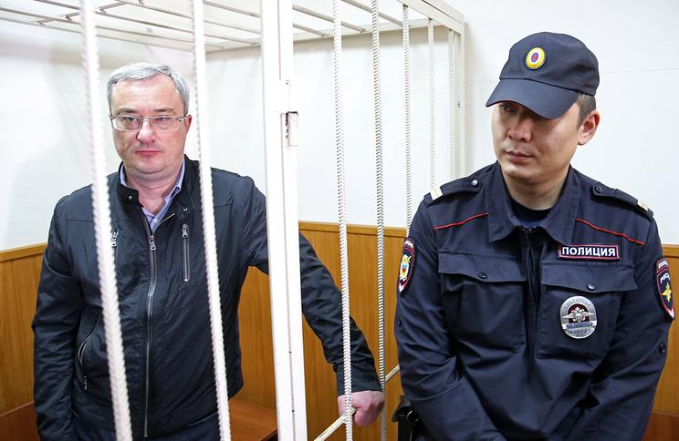 Экс-глава Республики Коми Вячеслав Гайзер (слева)