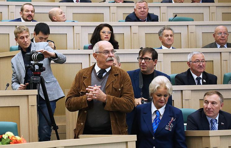 Председатель Союза кинематографистов России, режиссер Никита Михалков на заседании Совета Федерации РФ