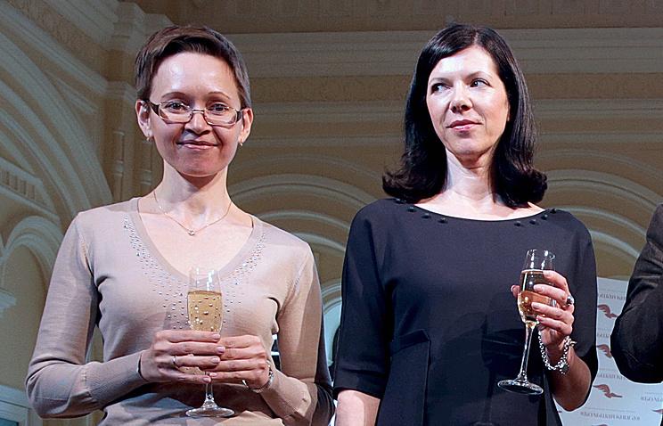 Гузель Яхина (слева)