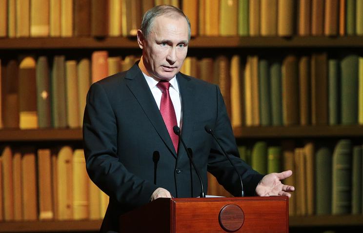 Президент России Владимир Путин во время выступления на церемонии закрытия Года литературы и открытия Года кино в России