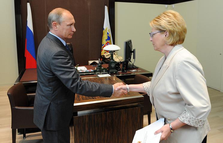 Президент РФ Владимир Путин и министр здравоохранения РФ Вероника Скворцова