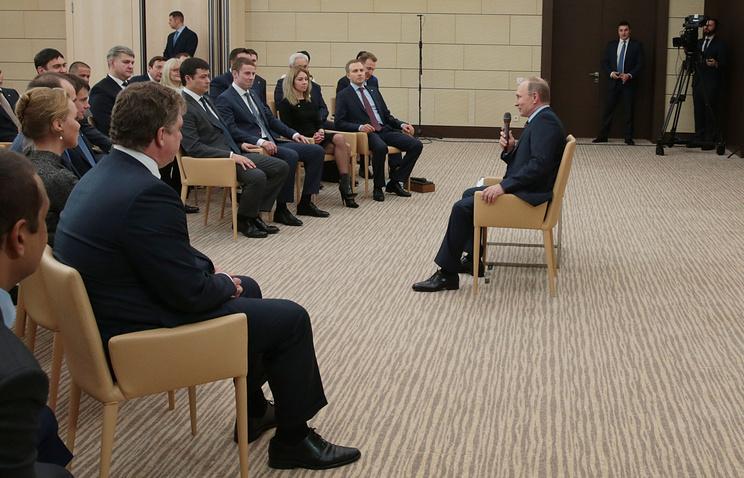 Владимир Путин во время встречи с Клубом лидеров