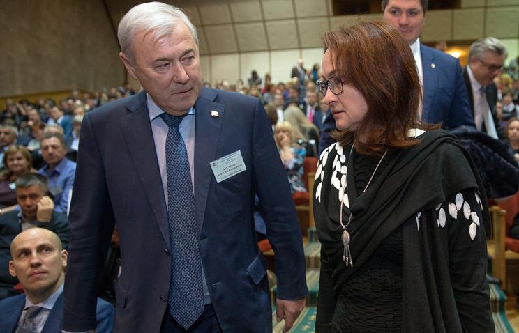 Президент Ассоциации региональных банков России Анатолий Аксаков и глава Центробанка РФ Эльвира Набиуллина
