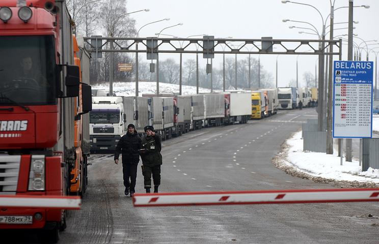 Очередь грузовых автомобилей на белорусско-литовской границе