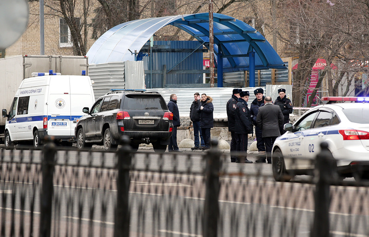 Сотрудники полиции на месте задержания няни