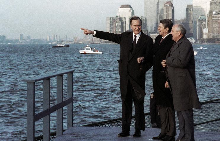 Джордж Буш, Рональд Рейган и Михаил Горбачев