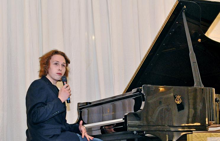 Пианист Лука Затравкин