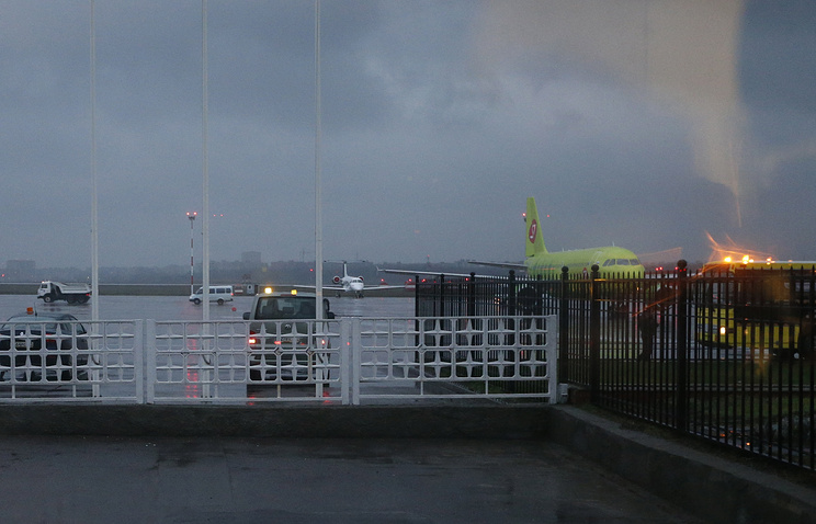 Ростов-на-Дону. 19 марта 2016. Вид из окна аэропорта города, где при посадке разбился Boeing