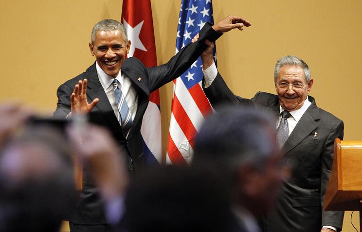 Президент США Барак Обама и председатель Госсовета и Совета министров Кубы Рауль Кастро