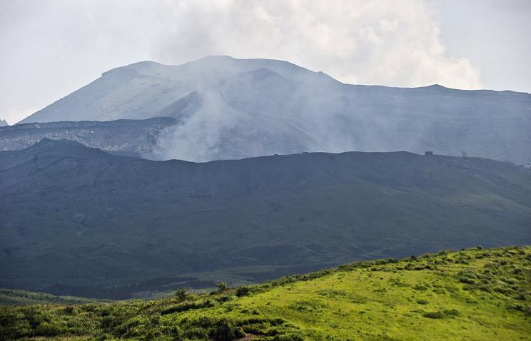 ВЯпонии, пережившей землетрясения, случилось извержение вулкана