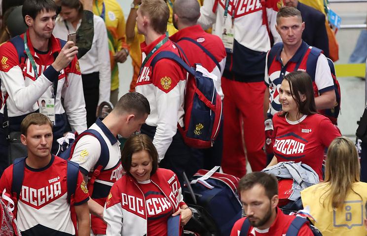 Члены олимпийской сборной России в аэропорту Рио-де-Жанейро