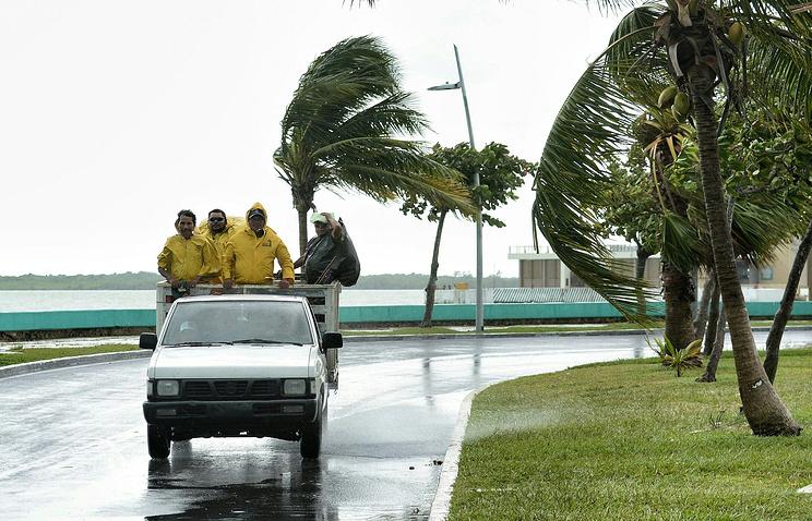 Надвигающийся наМексику тропический шторм «Эрл» стал ураганом