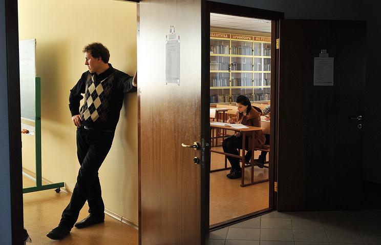 Минобрнауки готовится законодательно уменьшить бумажную отчётность вшколах