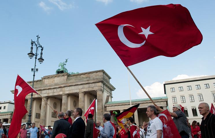 Меркель призвала проживающих вГермании турок клояльности