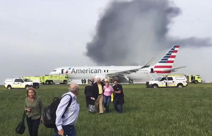 ЧПвЧикаго: Люди выпрыгивали изпылающего самолета