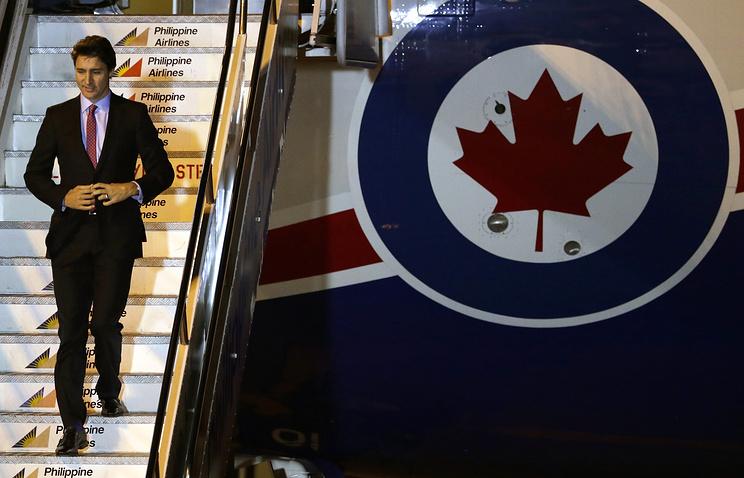 Самолет премьера Канады из-за поломки вернулся вОттаву