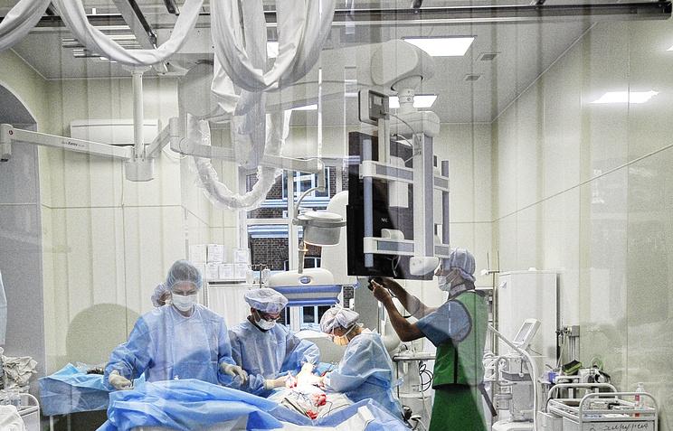 Хирурги поликлиники Мешалкина впервый раз провели операцию поустранению тромбоза конечностей