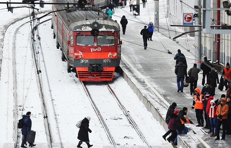 ВМоскве электричка сбила насмерть девушку, переходившую пути внаушниках