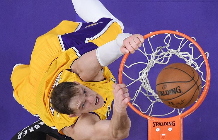«Лейкерс» проиграли «Кливленду» вматче НБА, Мозгов набрал два очка