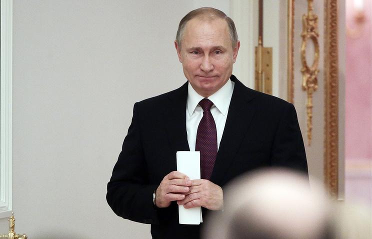 Опрос: большинство граждан России доверяют президенту Путину иодобряют его деятельность