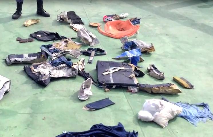 Египет начал передачу останков жертв крушения лайнера Egypt Air