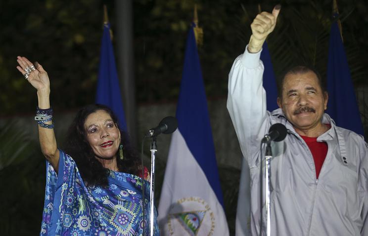 Даниэль Ортега с женой, Росарио Мурильо