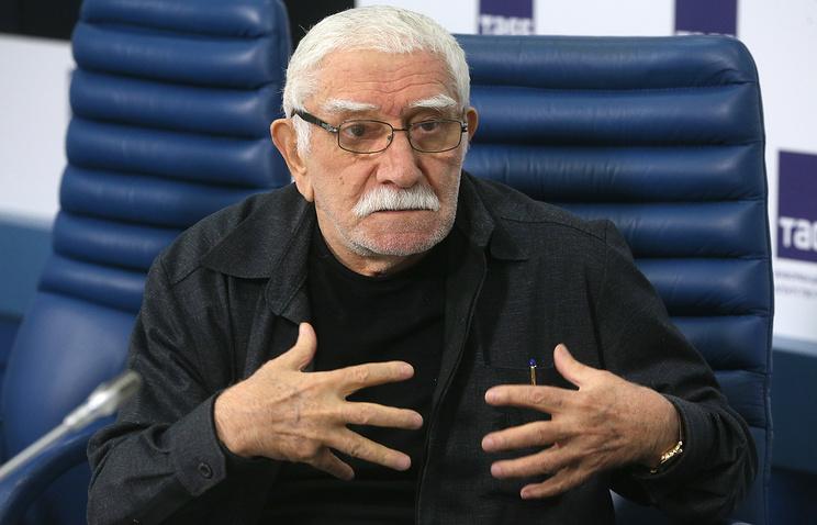 Армен Джигарханян несмог отсудить деньги убывшей супруги