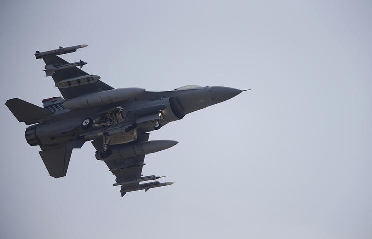Американский истребитель впроцессе учений ошибочно открыл огонь посвоим