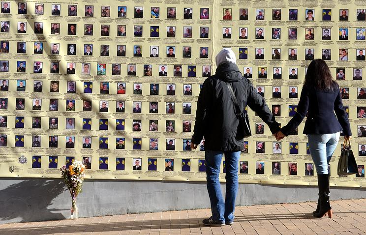 Радикалы разгромили посвященную «майдану» выставку вКиеве
