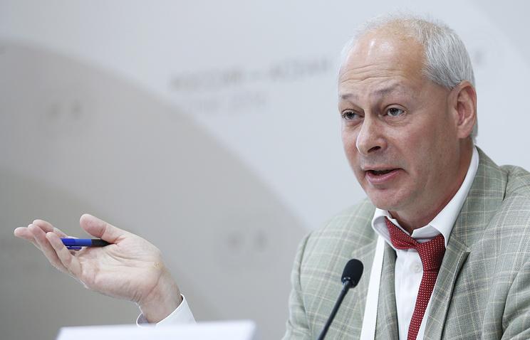 Милонов призвал запретить эротические СМИ ради мира в русских семьях