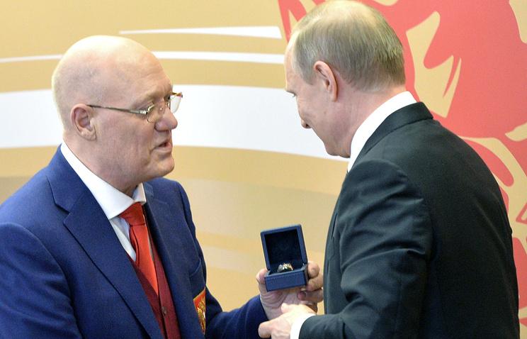 Владимир Путин (справа) и Владимир Петров