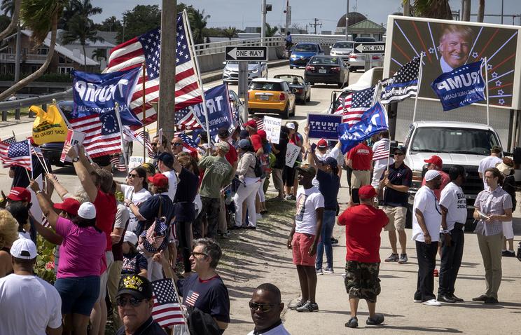 ВКалифорнии намитинге начались столкновения между любителями ипротивниками Трампа