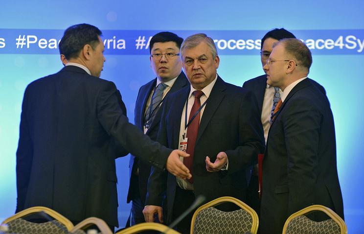 Александр Лаврентьев (в центре), Астана, 16 февраля